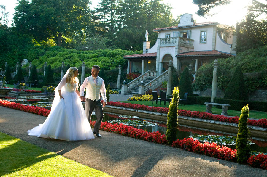 "alt=""italian villa sunset wedding photo"""