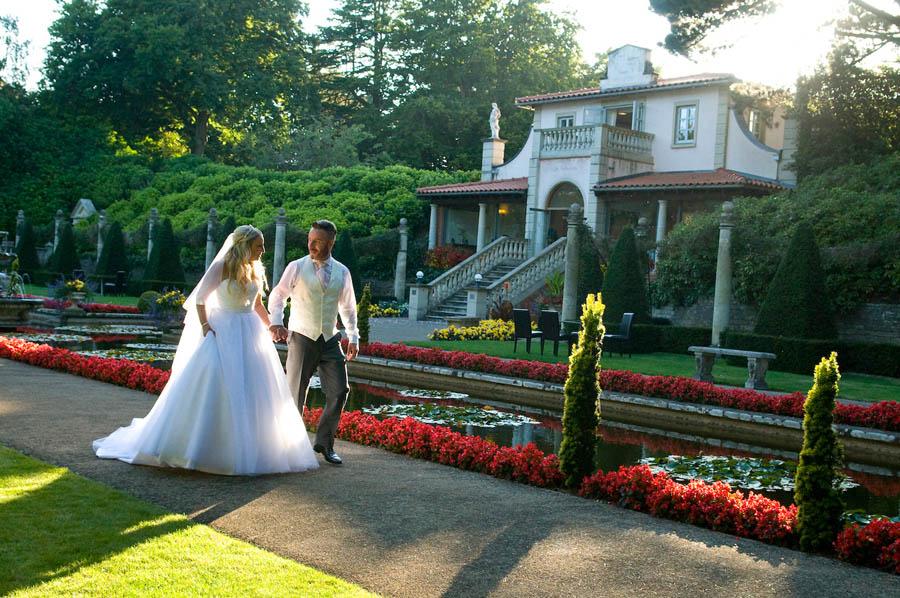 """alt=""""italian villa sunset wedding photo"""""""