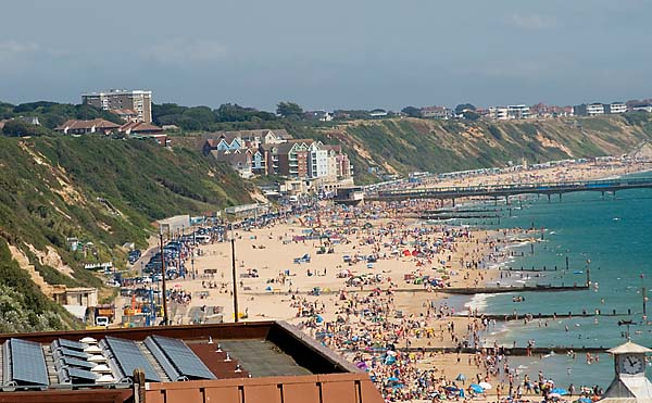 "alt=""bournemouth beach hot summers day"""