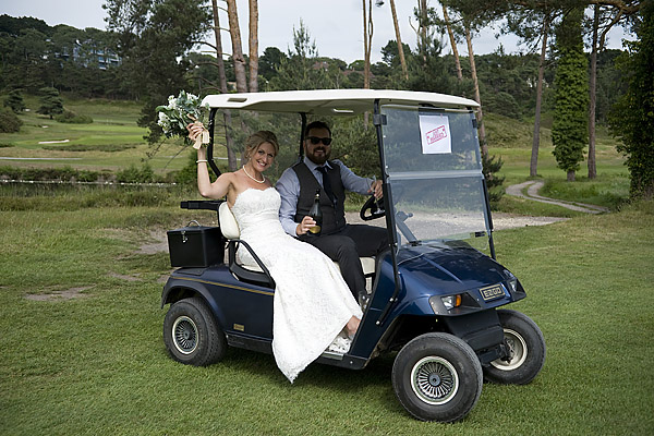"alt=""golf buggy bride and groom photo"""